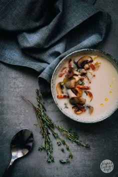 Een heerlijke combinatie van witlof, paddestoelen en spekjes met verse tijm. Een hele lekker witlofsoep recept die je gemakkelijk zelf maakt.