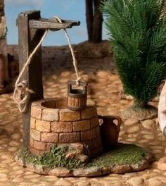 Amazon.com: Fontanini Town Well with Working Bucket, Nativity Village Addition: Home & Kitchen