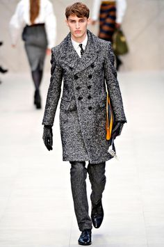 Coat. Tie. and oh look, those fucking gloves. Killer. As much as I hate all those D-Bag's that sport the Burb Plaid, Burberry Prorsum still knows how to do it with such sprezz.