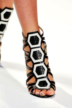 Carmen Marc Valvo Vlack & White Sixties Style Sandals Spring Summer 2014 #Heels #Shoes