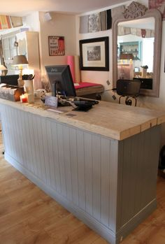 Retail Display Counters Ideas 50 (Retail Display Counters Ideas design ideas and photos Retail Counter, Store Counter, Boutique Stores, A Boutique, Quality Cabinets, Shop Fittings, Store Fixtures, Retail Space, Uk Retail