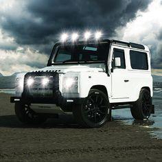 Land Rover Defender 90 Td4 ICON white,