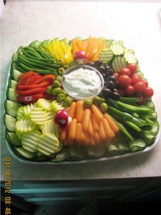 Pri Hadar, Exquisite Fruit Platters for any Occasion, in Monsey NY Party Food Platters, Veggie Platters, Veggie Tray, Vegetable Trays, Cheese Appetizers, Appetizer Recipes, Kosher Gift Baskets, Meat Fruit, Catering Food