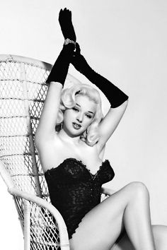 "summers-in-hollywood: ""Diana Dors, 1955 "" Old Hollywood Glamour, Golden Age Of Hollywood, Vintage Glamour, Hollywood Stars, Vintage Beauty, Classic Hollywood, Vintage Hollywood, Classic Actresses, Female Actresses"