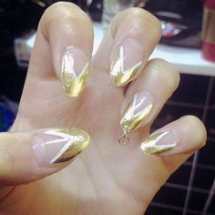 The latest nail trend to shake up the beauty world are pierced nails. Not only is our favorite Indique wearer, Kim Kardashian, sporting the new trend but it's causing a frenzy throughout social media. Ella Eyre, Nail Piercing, Nail Pops, Nail Trends, You Nailed It, Celebs, Make It Yourself, Nails, How To Make