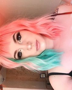 41 Ideas hair dyed bangs colour 41 Idee tinture per capelli colorate Punk Hair Color, Vivid Hair Color, Cool Hair Color, Short Hair Colour, Short Colorful Hair, Short Rainbow Hair, Color Block Hair, Hair Colours, Colors