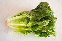 How to cut romaine lettuce for salads the fastest and easiest way possible. Lettuce, Cabbage, Salads, Clean Eating, Vegetables, Easy, Food, Eat Healthy, Healthy Eating