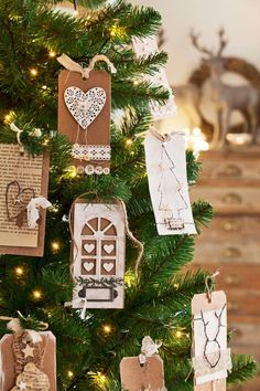 Los mejores 100 árboles de Navidad Illusions, Place Cards, Gift Wrapping, Place Card Holders, Christmas Tree, Scrapbook, Table Decorations, Gifts, Ideas