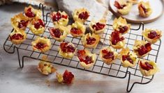 Brie, bacon and cranberry filo bites recipe - BBC Food Easy Canapes, Canapes Recipes, Appetizers, Puff Pastry Pizza, Puff Pastries, Christmas Nibbles, Christmas Recipes, Raclette Originale, Bacon