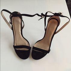 Black shoes! Size 6! Elegant black shoes. Only worn once. Size 6! Shoes Heels