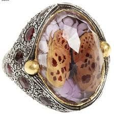 love the design and detentions of this ring!