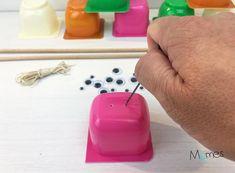 DIY : Le jeu de pêche à la ligne - Momes.net Special Kids, Diy Toys, Kids Playing, Crafts For Kids, Apple, Homemade, Education, Yogurt, Jars