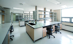 When you need to specify a surface that is resistant to the harshest of acids, bases and solvents, the Wilsonart chemical resistant laminate range answers the challenge.