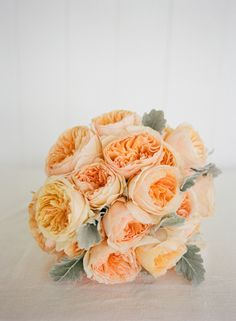 a peachy garden rose bouquet Photography by lisaberryphotography.com, Photography by carlateneyck.com, Florals by http://www.studioblush.com/