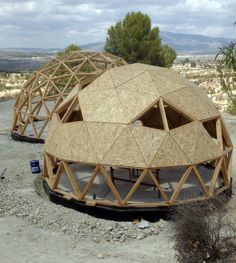 Billedresultat for domo Cheap Tiny House, Tiny House Cabin, Round House Plans, Yurt Home, Dome Structure, Geodesic Dome Homes, Dome Greenhouse, Dome Tent, Dome House