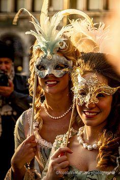 Attend a masquerade: Carnevale Venezia Venice Veneto - Venice, Italy - Happens on Shrove Tuesday (falls around Feb or Mar) Masquerade Ball Party, Masquerade Wedding, Venetian Masquerade, Venetian Masks, Masquerade Masks, Masquerade Invitations, Mardi Gras, Make Carnaval, Costume Venitien