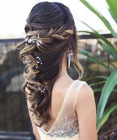 Inspirem-se  #PenteadosSoniaLopes  . . . #sonialopes #cabelo #penteado  #noiva #noivas #casamento #hair #hairstyle #weddinghair #wedding #inspiration  #beauty #penteados #novia #tranças #inspiração  #tutorial #tutorialhair  #videohair  #curl #curls #trança #cabeleireiros