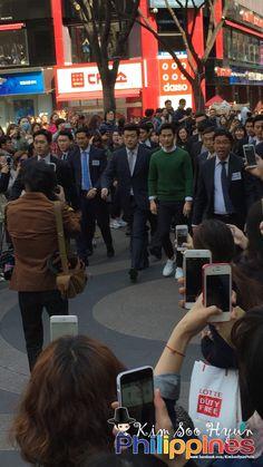 cool [Fan Photos] Actor Kim Soo Hyun at Beyond Fan Sign Event 04012015