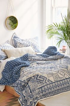 Magical Thinking Echo Graphic Quilt - Urban Outfitters