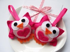 2 mini Valentine felt owls for him and her.