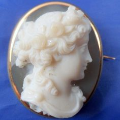 ABSOLUTELY STUNNING ANTIQUE 18ct GOLD HARDSTONE CAMEO BROOCH FLORA