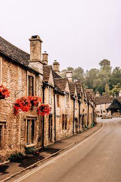 Countryside Village, England Countryside, British Countryside, The Cotswolds England, Cotswold Villages, English Village, Travel Aesthetic, Aesthetic Style, Aesthetic Dark