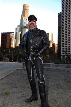 BLUF Chicago — Great example of The Breeches and Leather Uniform. Leather Gloves, Leather Men, Leather Pants, Black Leather, Classic Leather, Leather Jackets, Moustache, Leder Outfits, Sexy Beard
