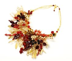 """Il nome della Collezione è """"Sculture"""" e si capisce subito il motivo. Collane, bracciali e orecchini tutti realizzati a mano con perle di vetro di Murano. E tu di che colore sei? www.mirabiliashop.com"""