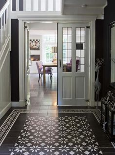 Love the floor tiles Tiled Hallway, Entry Hallway, Style At Home, Hall Flooring, English Interior, Beautiful Interiors, My Dream Home, Interior And Exterior, Ideal Home