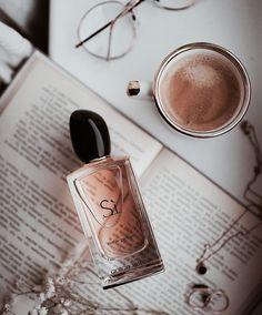 Si by Giorgio Armani Eau De Parfum Perfume Armani, Armani Parfum, Perfume Prada, Perfume Diesel, Best Perfume, Perfume Fragrance, Perfume Bottles, Skin Products, Perfume Collection