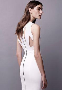 Cutout back details bodycon white dress Narciso Rodriguez Resort 2015 #Resort15 #fashion