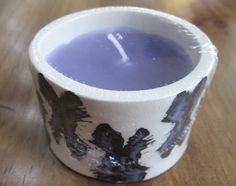 Una vela especial para una persona especial. Cada una tiene un diseño único y además son aromáticas .