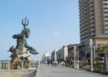 Photo of the Virginia Beach Boardwalk - Photo: © George Alexander