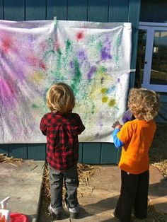 Color Spray murals on fabric: Art & Creativity in Early Childhood Education