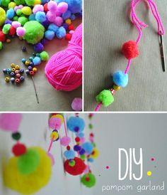 manualidad infantil guirnalda pompom DIY, colorida guirnalda con pom poms de colores