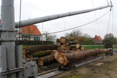 Mast voor het optakelen van de bomen. Firewood, Texture, Crafts, Surface Finish, Woodburning, Manualidades, Handmade Crafts, Craft, Arts And Crafts