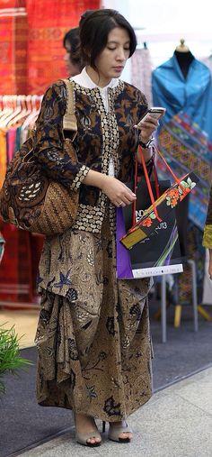 Handbag, blazer & Skirt Batik. Lovely!