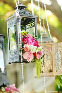jst so beautifully done up!! vintage lanterns with flowers would add just the right amount of grace to anythin!!