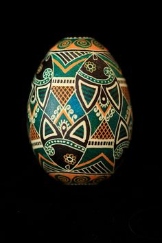 An oldie but goodie today! I love this traditional design from the Ukrainian Gift Shop's Design Book 2 and have recreated it many times. Ukrainian Easter Eggs, Ukrainian Art, Egg Shell Art, Carved Eggs, Easter Egg Designs, Egg Crafts, Egg Art, Egg Decorating, Egg Shells