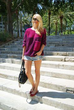 Jersey: Bershka  Shorts: h  Flats: h  Bag: Marc Jacobs  Sunglasses: Rayban