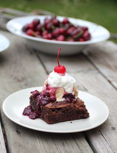 My version of the Cherry sundae from Shawnda (Confessions of a foodie bride) For the brownies I used my favou. Shes My Cherry Pie, Sweet Cherry Pie, Brownie Sundae, Brownie Cookies, Yummy Treats, Delicious Desserts, Cherry Brownies, Sweet Cherries, Sweet Recipes