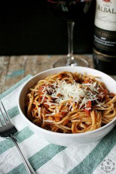 Čočkové boloňské ragú – The Olive No Salt Recipes, Cooking Recipes, Ragu Bolognese, Macaroni And Cheese, Sandwiches, Spaghetti, Veggies, Ethnic Recipes, Food