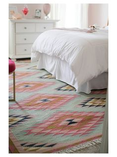 I have a major crush on this rug.