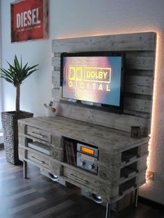 handmade-pallet-media-console-table-with-an-aufrechtes-back-panel.jpg × handmade-pallet-media-console-table-with-an-aufrechtes-back-panel. Diy Pallet Furniture, Diy Pallet Projects, Pallet Ideas, Home Projects, Furniture Design, Pallet Dresser, Dresser Table, Console Furniture, Garden Furniture