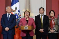 Opera Mundi - Bachelet surpreende e anuncia em rede nacional elaboração de nova Constituição no Chile