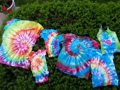 I love tie dye.  When I saw a Jacquard Tie Dye kit at Goodwill for $2.99 I snagged it and have been waiting for nice weather to use i...