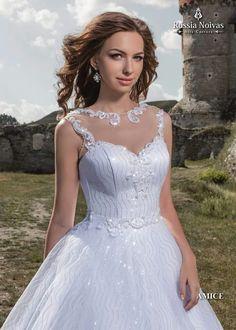 AMICE: O inovador modelo Amice exibe sofisticação e sensualidade. Para saber mais, acesse: www.russianoivas.com #vestidodenoiva #vestidosdenoiva #weddingdress #weddingdresses #brides #bride