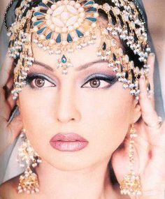 Bollywood makeup .     MY FUTURE JOB ...!