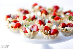 Caprese Phyllo Cups With Balsamic Vinegar, Phyllo, Grape Tomatoes, Fresh Mozzarella, Fresh Basil Leaves Thanksgiving Appetizers, Holiday Appetizers, Appetizer Dips, Appetizer Recipes, Phyllo Appetizers, Cold Party Appetizers, Crowd Appetizers, Thanksgiving 2013, Party Recipes