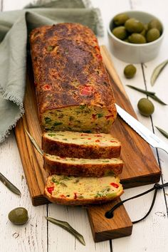 cake thon poivron olive Cake Aux Olives, Plats Weight Watchers, No Cook Meals, Entrees, Sandwiches, Healthy Eating, Menu, Vegetarian, Restaurant
